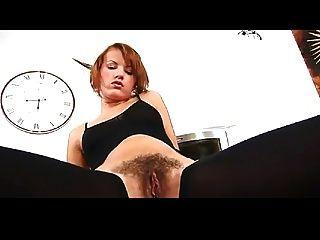 Ansie мастурбирует ее мокрая волосатая киска Bvr