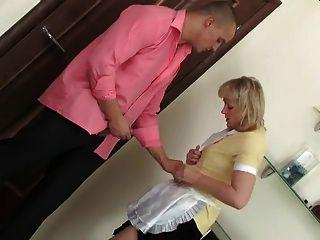 горячая мама шлюха и мускулистый парень