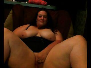 толстая подруга Bbw с большими сиськами мастурбирует ее киску