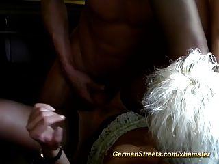 немецкая жена поднялась на секс с горячей машиной