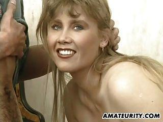 грудастая любительская девушка сосет и трахается с лицевой