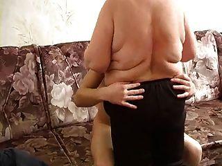 русская зрелая толстая мама и ее мальчик! любитель!