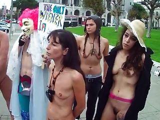 волосатые женщины с маленькими пустыми обвисшими сиськами в публике