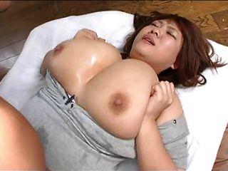 огромные азиатские сиськи задыхаются 3
