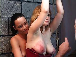 два лесбиянки бдсм лесбиянки едят киску и шлепают для мастера старика