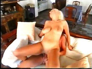 Suzette D Ale анальный на диване
