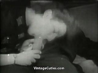 Немецкая жена дает мужу голову (1940-е годы)