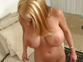 великолепные большие сиськи блондинка трахаются