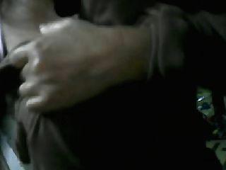 49 лет филипина мама Dahlie E показывает сиськи на кулаке