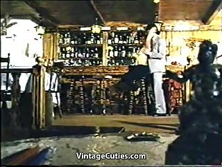 греческая тройка трахается в баре (винтаж 1970-х годов)