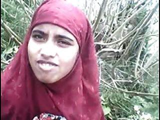 Desi Bangla мусульманский хиджаб красоты в лесу