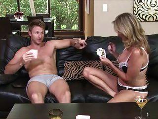 стриптиз-покер с мамой