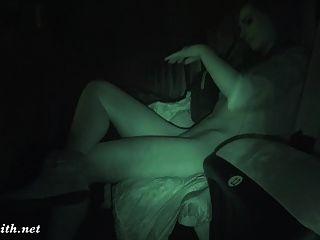 джини-кузнец раздевается в кинотеатре