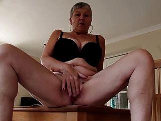 сексуальная бабушка с большими сиськами и голодная влагалище