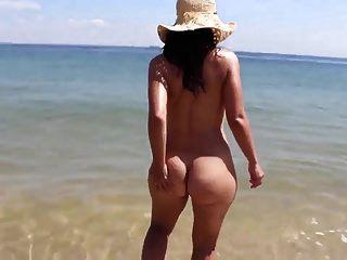 Bubble Butt 22-летняя подруга, обнаженная на пляже