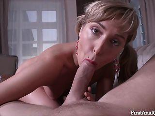 первый раз анальный порно с блондинкой молодой милашка на высоких каблуках
