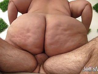 огромная толстая задница становится трахаться