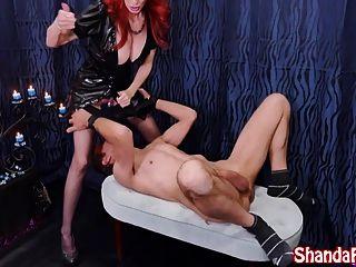 Kinky Milf Shanda Fay нанимается для привязки!