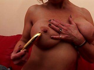 сексуальная бабушка с жаждущей влажной киской