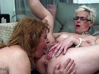 три старых и молодых лесбиянки мочу друг друга