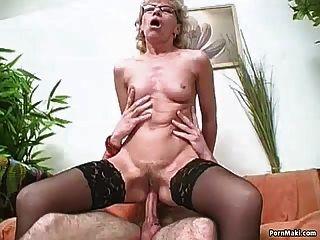 волосатая бабушка любит молодого члена