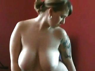 роговой толстый пухлый мастурбирует ее мокрая волосатая киска