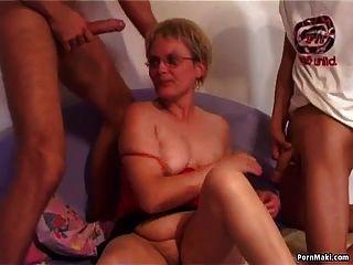 старый и молодой секс с горячей бабушкой