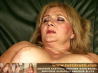 европейская волосатая толстая мамаша огромная влагалище мастурбирует