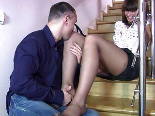 горячая мамаша в черных пантозах ноги лизать, работа на ногах, ебать
