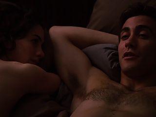 Anne Hathaway обнаженная и сексуальная сцена