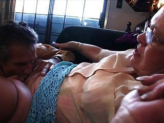 вкусная бабушка киска