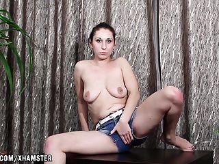 Бэби-бум, перебирая ее киску