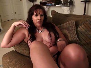 сексуальная зрелая мама с хорошими сиськами и горячим телом