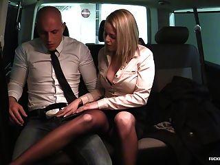 трахал в траве дикий автомобильный секс с горячим венгерским блондином
