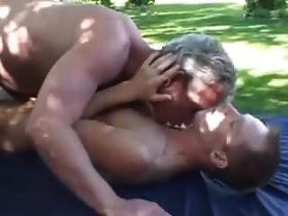 серый папа и сын