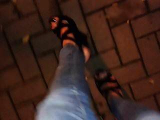 публичный кончил и ходьба в 6 дюймов сандалий платформы