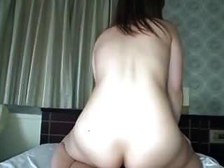 японский любительский секс с милой девушкой и красивыми сиськами