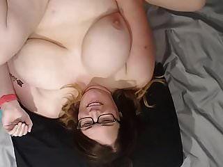 толстушку жену трахнули и кончили на лицо, сиськи и животик вид б
