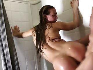 мама и сын отлично трахаются в ванной