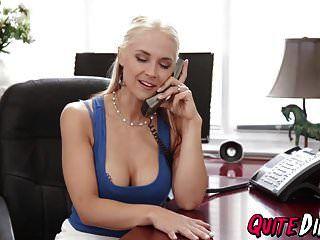 возбужденная блондинка Сара Ванделла жестко трахается в своем кабинете