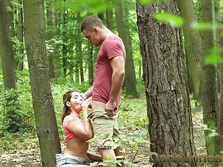 Дейн Джонс молодые любовники трахаются на улице в общественных лесах