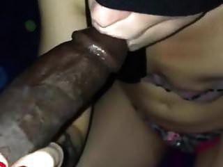 белые слюни девушки с завязанными глазами более 10 дюймов Bbc
