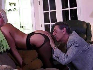 папа трахает свою дочь