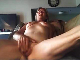 вебкамера мастурбирует сиськи