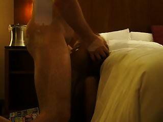 жена в отеле трахается в горло принимает на лицо