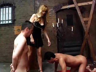 блондинка и две бисексуальные рабыни