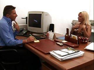 волосатый итальянский анал и писающие в офисе
