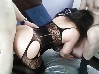 Турецкий муж трахает свою жену со своим другом