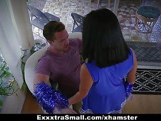 Exxxtrasmall сексуальный болельщик молодой трахает огромный член