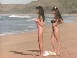 сексуальные девушки с большими сиськами на пляже